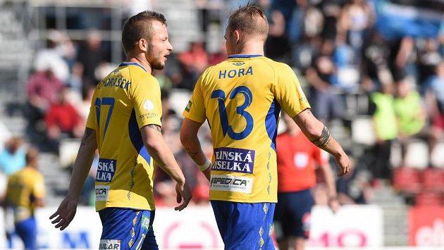 Tepličtí fotbalisté Tomáš Vondrášek (vlevo) a Jakub Hora po debaklu v Olomouci.