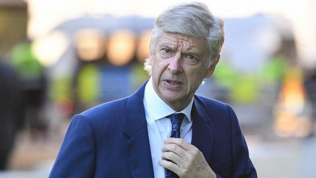 Arsene Wenger by mohl posílit management PSG