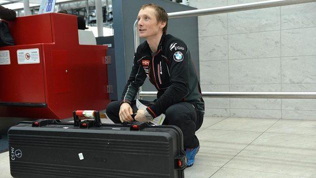 Biatlonista Ondřej Moravec před odletem na MS do finského Kontiolahti.