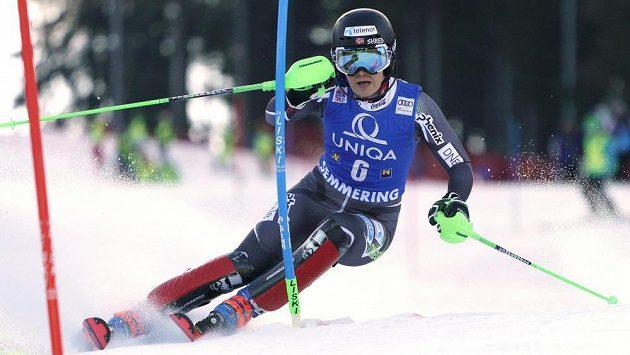 Norské lyžařce Nině Haverové-Lösethové skončila po pádu při slalomu v Semmeringu sezona.