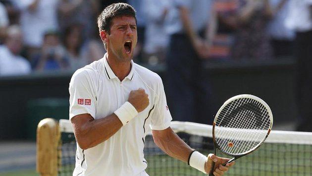 Euforie. Novak Djokovič se raduje z vítězství.