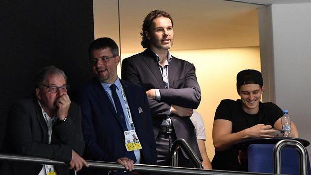 Utkání s Norskem sledoval také hokejista Jaromír Jágr (druhý zprava).