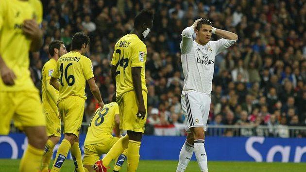 Cristiano Ronaldo lituje neproměněné šance v zápase s Villarrealem.