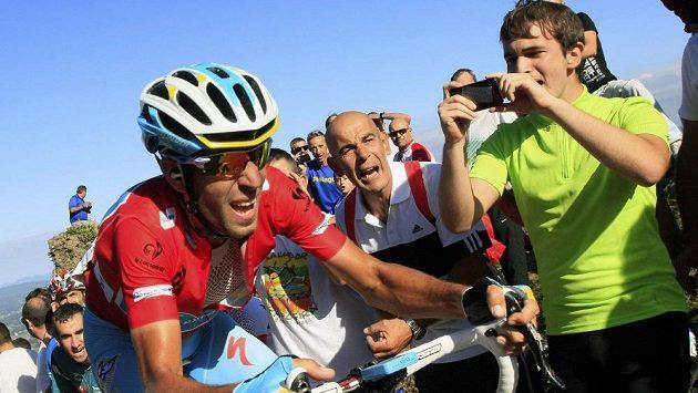Vincenzo Nibali přišel o vedení na Vueltě.