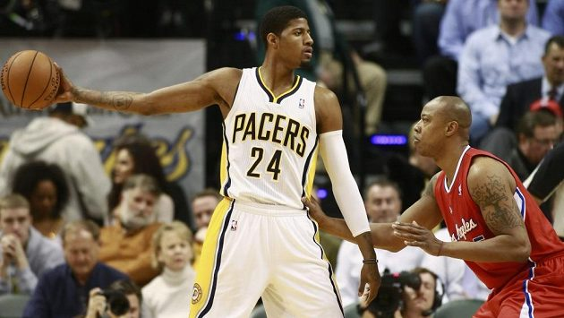 Basketbalista Indiany Pacers Paul George (24) v utkání proti Los Angeles Clippers.