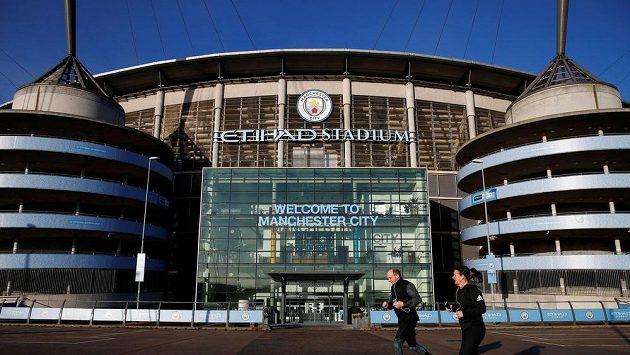 Fotbalová Premier League je pozastavena. Dohraje se celý ročník bez diváků?