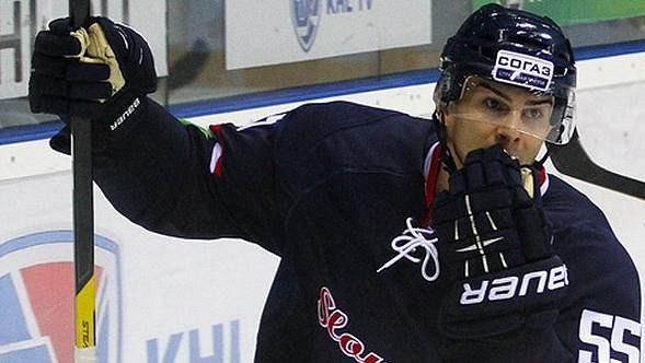 Útočník Mário Bližňák posílí hokejisty Plzně.