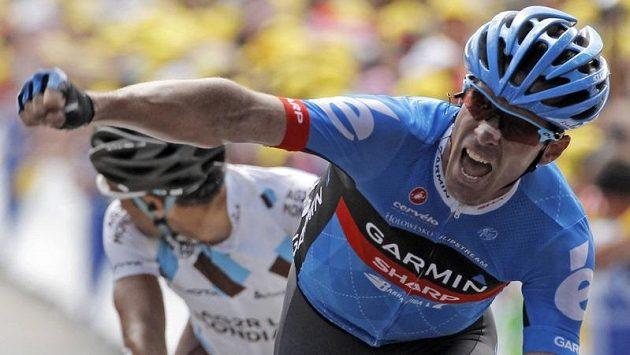 Britský cyklista stáje Garmin-Sharp David Millar se raduje z vítězství v nejdelší etapě letošní Tour de France