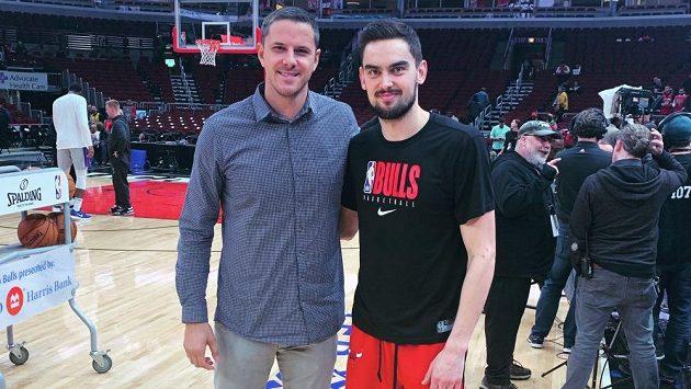 Tomás Satoranský (vpravo) na snímku s bývalým slovinským basketbalistou Boštjanem Nachbarem.