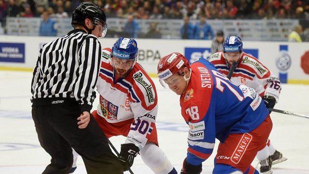 Robert Kousal z Česka (v bílém)a Andrej Svetlakov z Ruska.