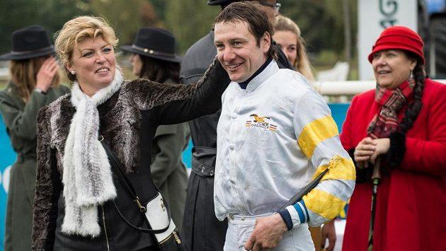 Jan Faltejsek se loni radoval z triumfu na Velké s Charme Lookem, letos se kvůli zranění dostihu nezúčastní.