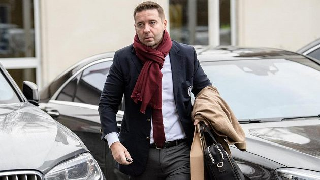 Šéf LFA Dušan Svoboda během mimořádné Valné hromady FAČR.