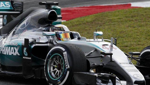 Mercedesy znovu v popředí. Hamilton ovládl kvalifikaci na GP Malajsie
