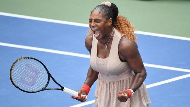 Serena Williamsová slaví. Americká tenisová legenda postoupila do čtvrtfinále US Open.
