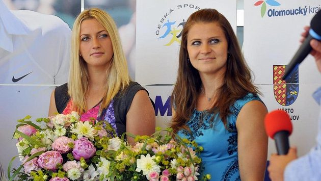 V prostějovském tenisovém centru se konalo setkání s dvojnásobnou vítězkou tenisového Wimbledonu Petrou Kvitovou (vlevo) a semifinalistkou turnaje Lucií Šafářovou (vpravo).