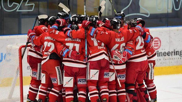 Hokejisté Olomouce se radují z výhry.