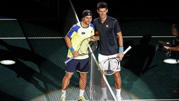 David Ferrer a Novak Djokovič (vpravo) před finále turnaje Masters v Paříži.