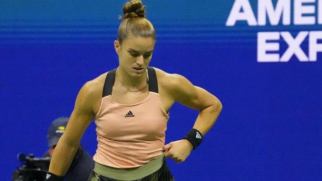 Maria Sakkariová si vzala na semifinále US Open příliš velkou sukni. Nakonec s Emmou Raducanuovou hladce prohrála.