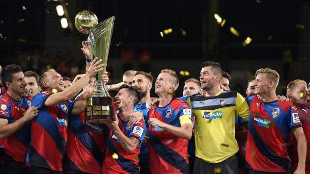 O novou trofej by měli bojovat od léta vítězové české a slovenského poháru.