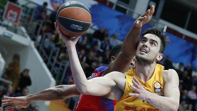 Basketbalista Barcelony Tomáš Satoranský v zápase s CSKA Moskva.