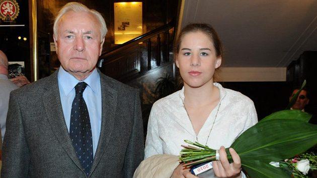 Jan Klapáč s vnučkou Ester Ledeckou na snímku z roku 2011.
