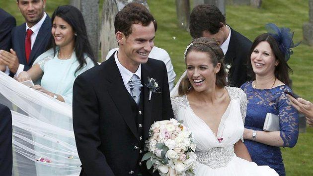 Ženich Andy Murray s nevěstou Kim Searsovou