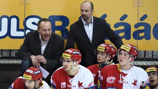 Nový trenér Slavie Praha Petr Novák (vlevo) a jeho kolega Josef Beránek během utkání proti Plzni v pražské O2 Areně.
