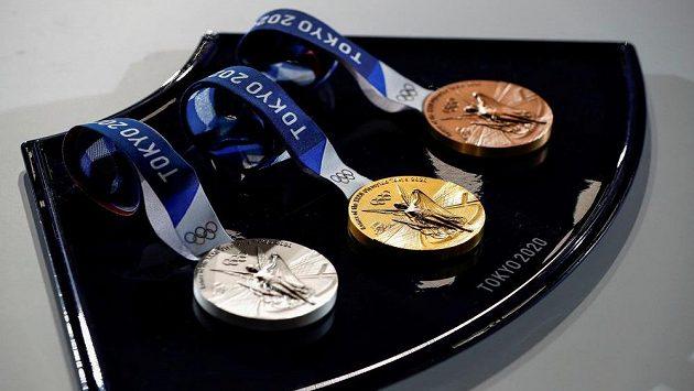 Medaile pro olympijské Tokio 2020, stejné cenné kovy se budou rozdělovat i na paralympiádě.