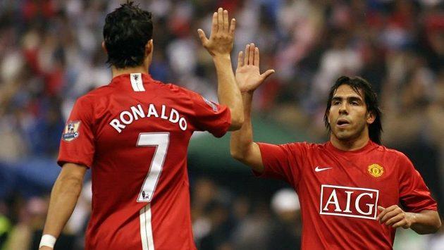 Staří známí se opět sejdou na Old Trafford - Cristiano Ronaldo a Carlos Tévez byli před šesti lety v Manchesteru United velkou hrozbou pro všechny soupeře.