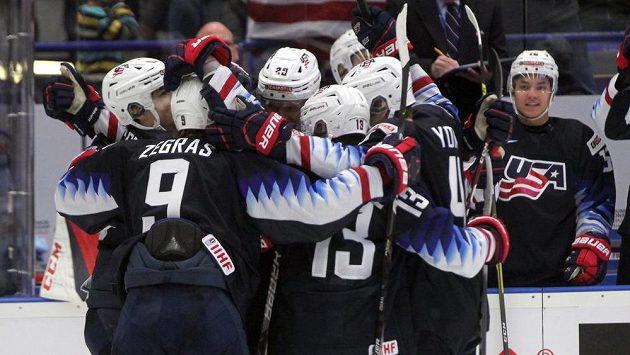 Američané se radují z prvního gólu proti Rusku.