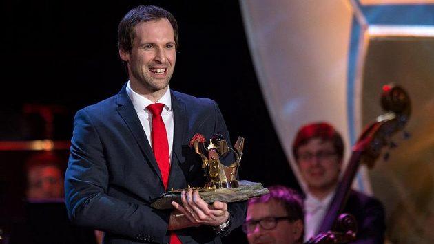 Vítězství v anketě Fotbalista roku obhajuje Petr Čech.