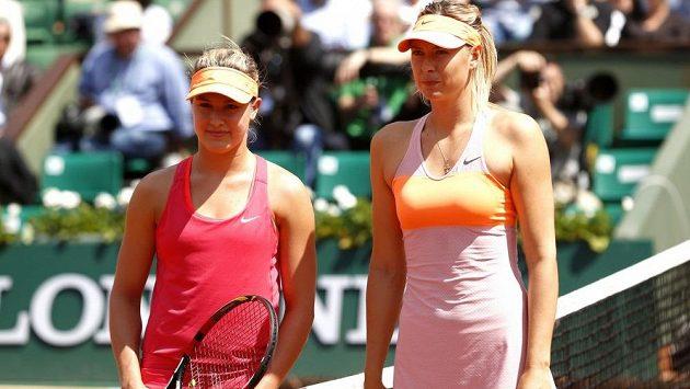 Eugenie Bouchardová (vlevo) a Maria Šarapovová před lety na French Open.