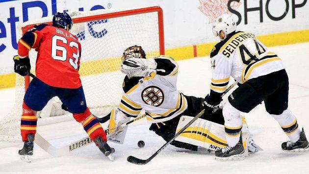Bostonský Rask zázračně zasahuje proti Bollandovi z Floridy.