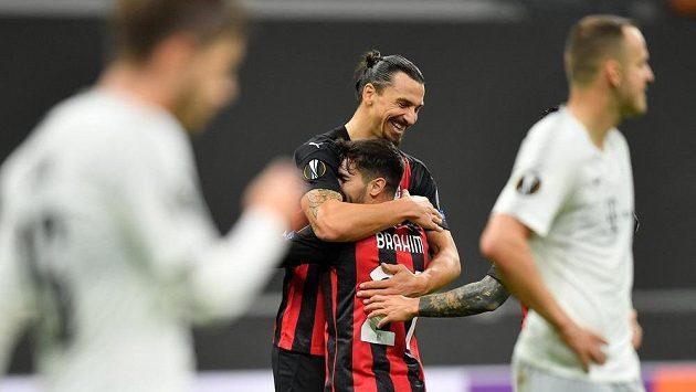 Brahim Diaz slaví se Zlatanem Ibrahimovicem gól AC Milán proti Spartě.