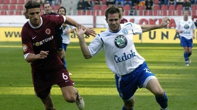 Václav Drobný (vlevo) ještě jako hráč Sparty v souboji s Janem Kyselou v ligovém utkání s Mladou Boleslaví