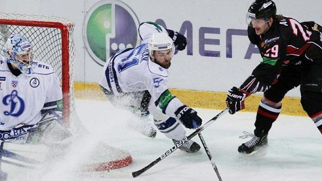 Utkání mezi Avangardem Omsk a Dynamem Moskva ve finále minulého ročníku KHL (archivní foto)