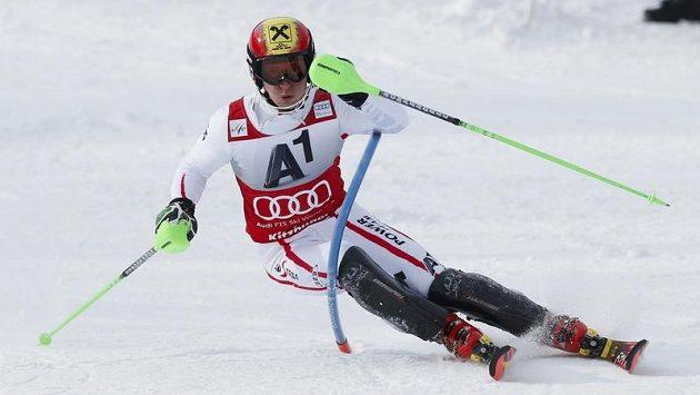 Rakouský lyžař Marcel Hirscher na svahu v Kitzbühelu