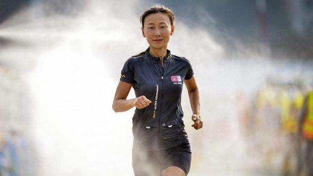 Šest a půl hodiny spánku v šesti dnech. I to si prožila při běhání Janet Ngová.