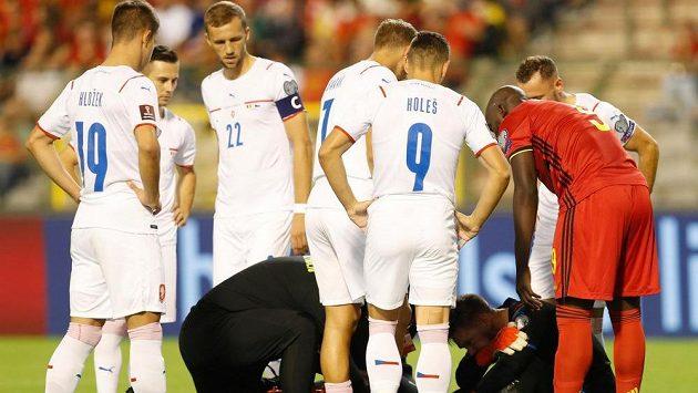 Zraněný gólman české reprezentace Tomáš Vaclík, v úvodu zápasu s Belgií.