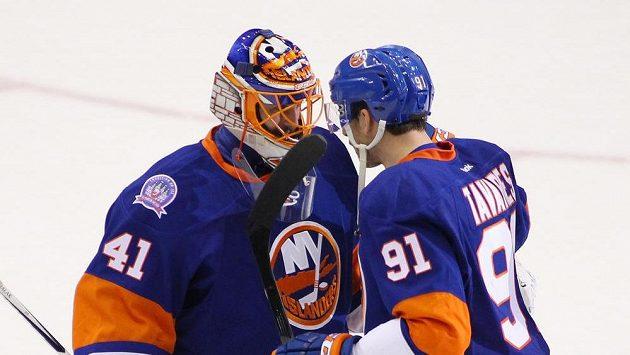 Gólman New Yorku Islanders Jaroslav Halák (vlevo) by se společnému evropskému týmu pro Světový pohár nebránil.