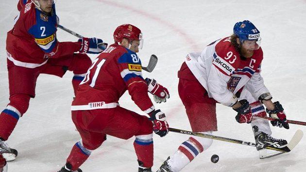 Zleva Arťom Zub a Dmitrij Orlov z Ruska a kapitán české reprezentace Jakub Voráček.