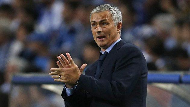 Kouč Chelsea José Mourinho při zápase LM v Portu.