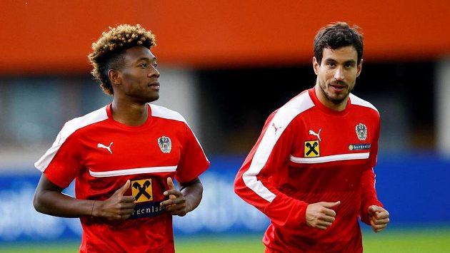 Rakouští fotbalisté David Alaba (vlevo) a Gyorgy Garics.