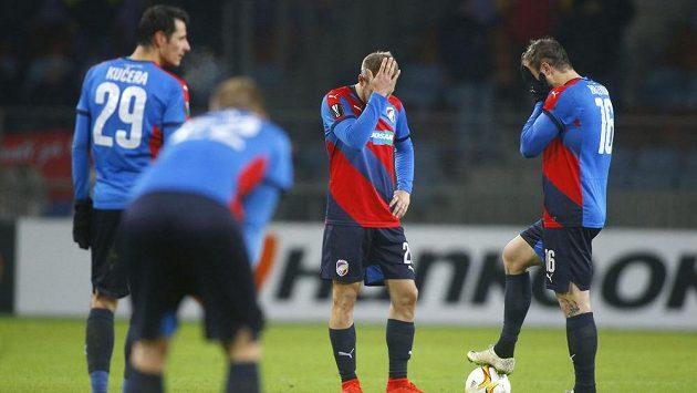 Zklamaní fotbalisté Plzně (zleva) Tomáš Kučera, Jan Baránek, Daniel Kolář a Jan Holenda po porážce s Dinamem Minsk v Evropské lize.