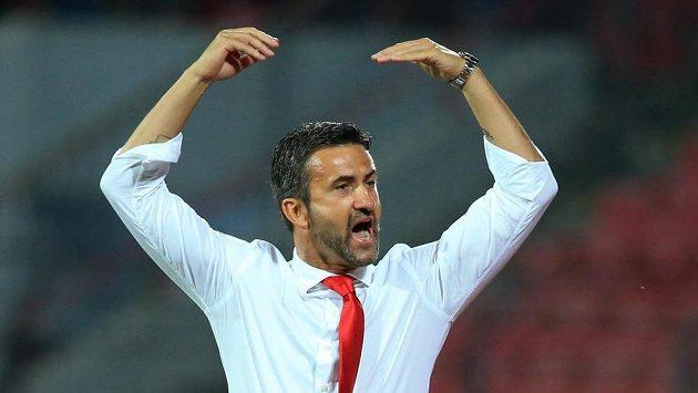 Kouč Albánců Christian Panucci při utkání proti Izraeli.