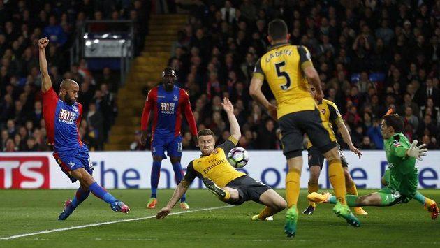 Andros Townsend střílí gól Crystal Palace.