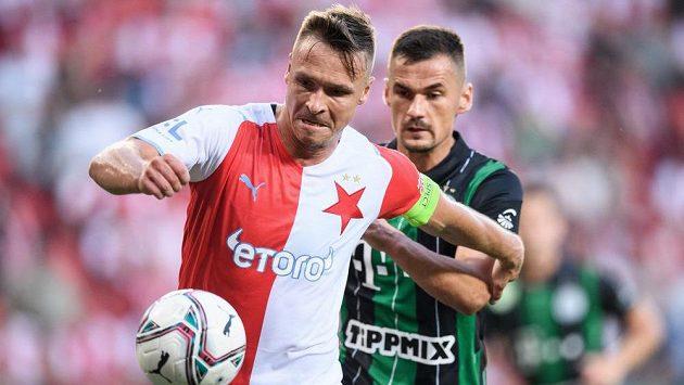 Stanislav Tecl ze Slavie Praha během utkání s Ferencvárosem.