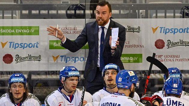 Trenér Filip Pešán při utkání s Finy.