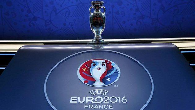 Logo ME 2016 a pohár pro fotbalové mistry Evropy.