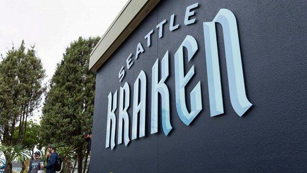 Fanoušci nového týmu Seattle Kraken se už začátku NHL nemohou dočkat.